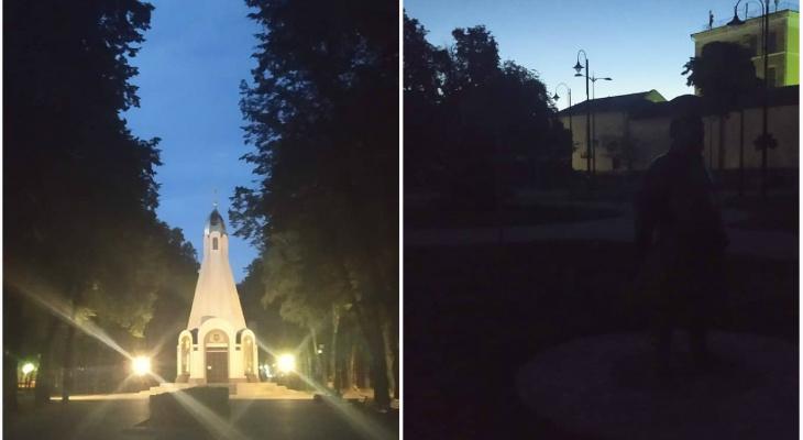 Рекламные вывески светят ярче фонарей: в центре города рязанцы бродят в потемках
