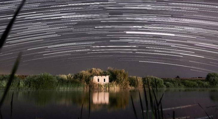 Звездные дорожки в небе: рязанский фотограф показал, как медленно вращается наша планета