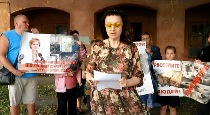 Точка кипения: в Рязани жильцы аварийного дома  записали видеообращение к Путину