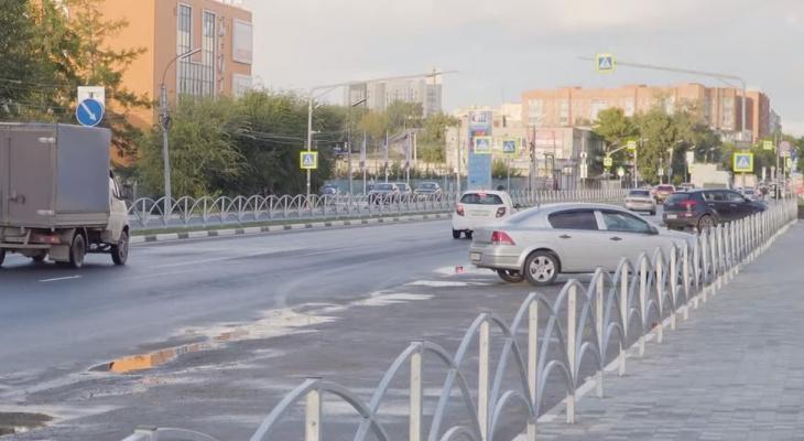 Вредное благоустройство: активисты считают дорожные ограждения на Высоковольтной опасными