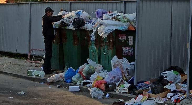 Куда пропали мусорные баки? На улице Есенина обнаружили новую городскую свалку