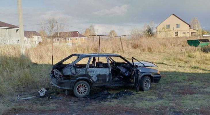 Пожарные не успели: в Милославском сгорели Жигули
