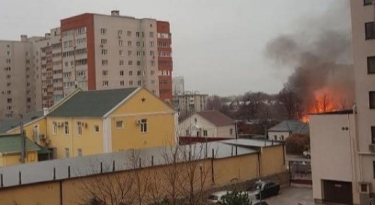 Дым до облаков: вГорроще загорелся частный дом