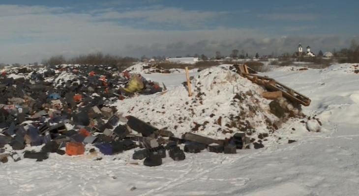 Рядом с озером: под Рязанью нашли свалку промышленных отходов