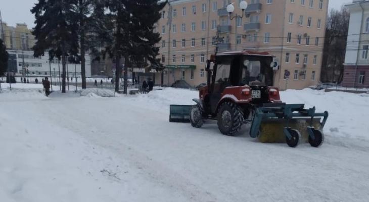 Пытаются наверстать: на уборку снега в Рязани вышло 26 единиц техники