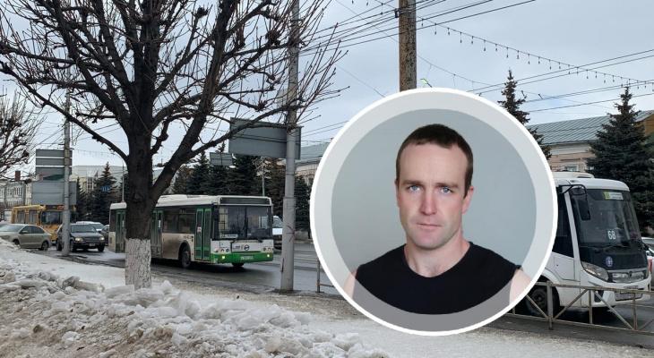 Почему транспорт ходит с перебоями? Пояснил водитель автобуса