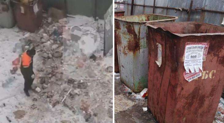 Прибрали за собой: водитель, который вывалил мусор в рязанском дворе, вернулся за отходами