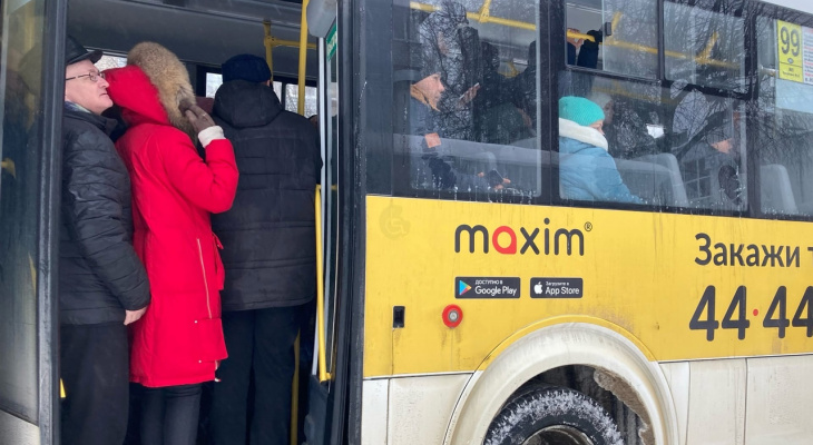 Безобразие: в Сасове опоздавший водитель маршрутки обматерил учительницу