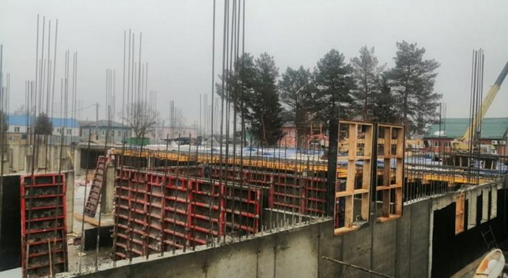 Еще 8 месяцев: в Сасовской школе начали поднимать стены