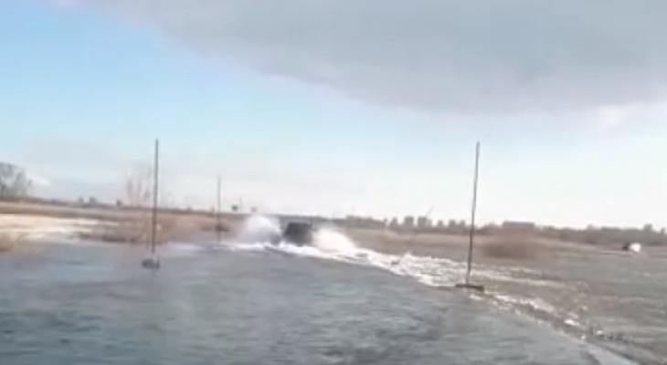 Видео: дорогу под селом Шумашь затопило