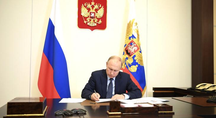 Окончательно обнулился: Путин подписал закон, дающий право снова стать президентом