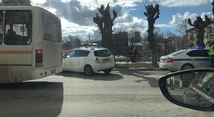 В центре города: на Циолковского женщина умерла за рулём автомобиля