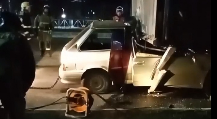 Водитель погиб: на Московском шоссе легковушка попала под фуру