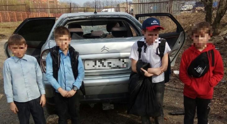 Полиция начала проверку: рязанские школьники разбили припаркованную машину