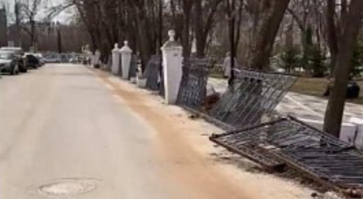 Благоустройство не удалось: в Рязани демонтируют ограду Наташкиного парка