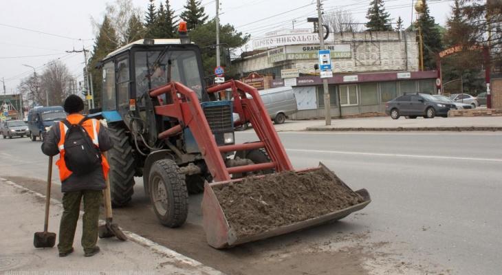 439 кубов грязи: рязанские коммунальщики чистят город после зимы