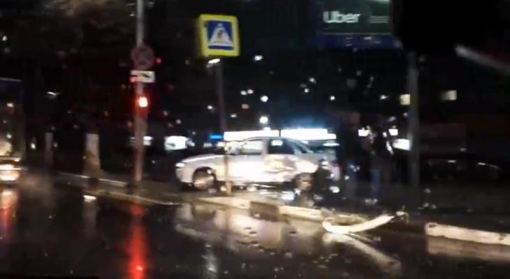 Вылетел на тротуар: вечером на Есенина произошло ДТП