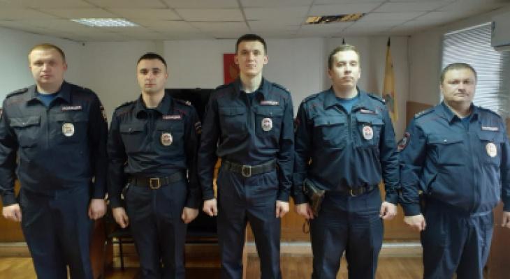 Герои: в Шилове полицейские спасли из пожара 20 человек