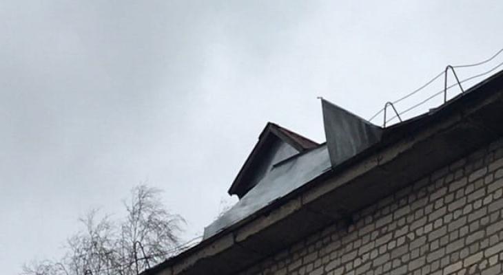 Школа машет крышей: видео, которое не понравится родителям из Подвязья