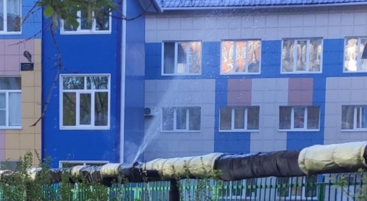 Фонтан: у детсада на Гагарина прорвало трубу теплотрассы