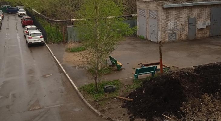 Народный контроль: на Грибоедова землёй засыпали детскую площадку