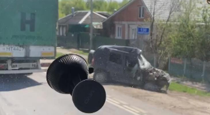 ДТП у Луховиц: столкнулись фура и легковушка