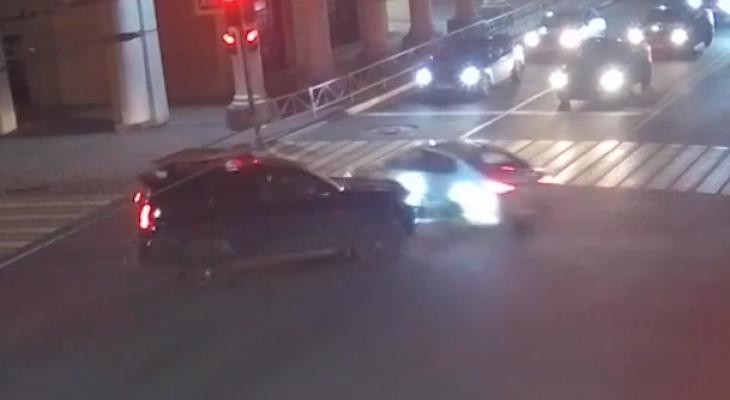 """Не пропустила: авария с участием """"Тойоты"""" попала на видео"""
