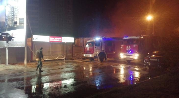 Тушили почти четыре часа: в МЧС рассказали подробности о пожаре на Московском