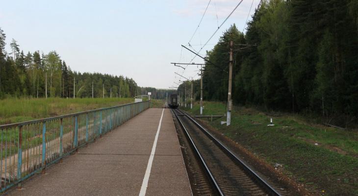 Есть пострадавшие: в Ухолове на железнодорожном переезде произошло ДТП