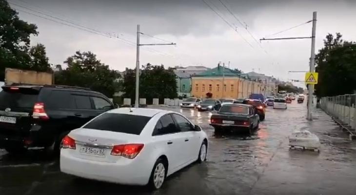 После ливня: в Рязани затопило недавно открытый Астраханский мост