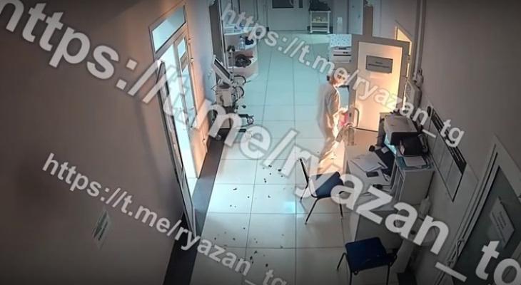 Первые минуты: появилось видео, как в рязанской больнице начался пожар