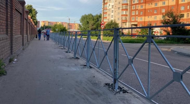 Больше заборов! На Татарской тротуар превратили в загон