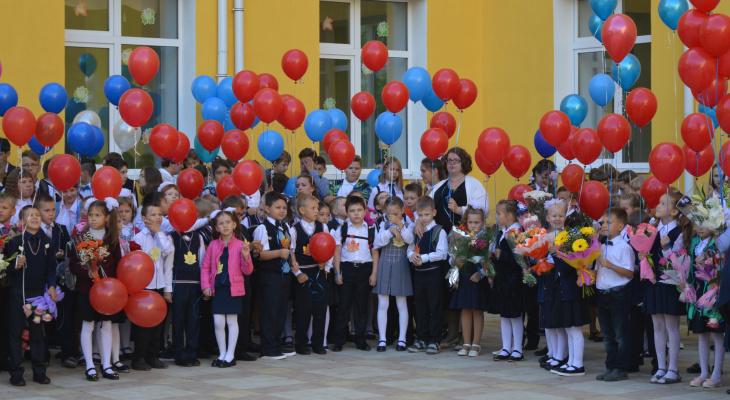 Минтруда: выплаты для школьников по 10 тысяч рублей начнутся 16 августа
