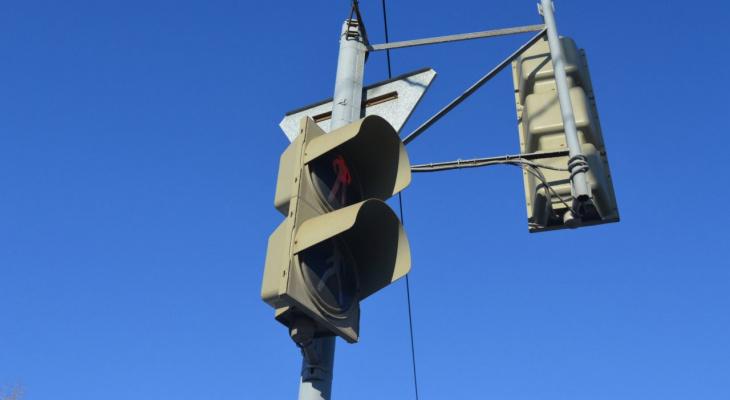 Народный контроль: дорожные знаки закрывают светофор на Пролетарской