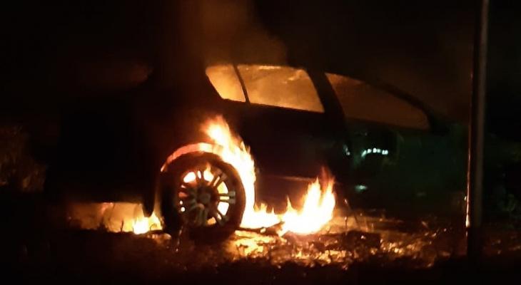 С разницей в три часа: в Рязани после разных ДТП загорелись сразу две машины