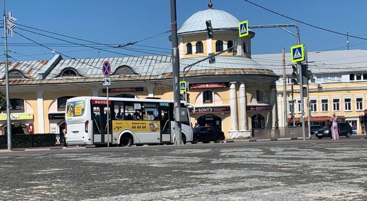 Народный контроль: маршрутка №65 не тормозит на остановке