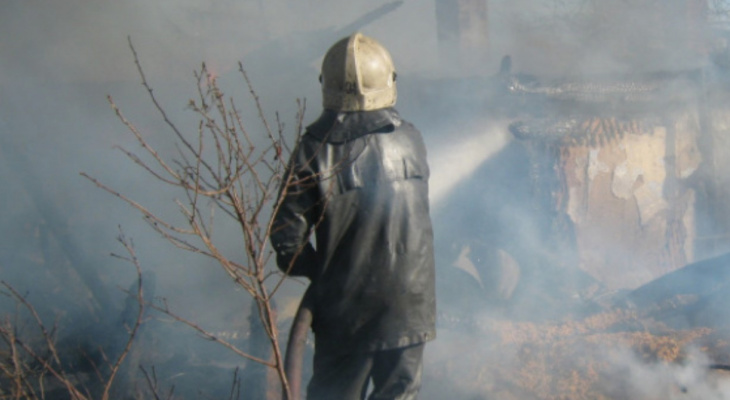 Причины неизвестны: при пожаре в Шилове пострадал мужчина