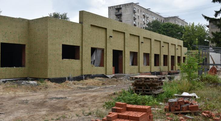 Под угрозой увольнения: Любимов поручил достроить детсад №99 к концу года