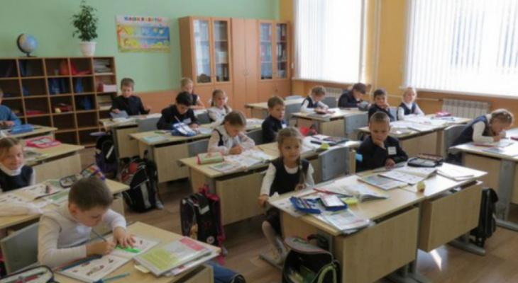 Столовая по графику и термометрия: Роспотребнадзор назвал ковидные ограничения в школах