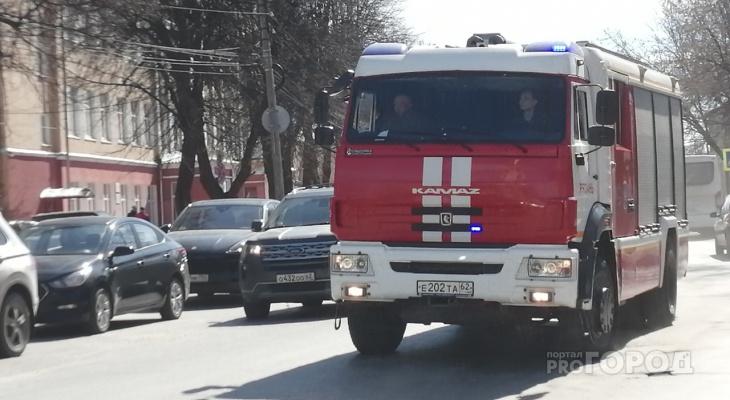 В Рязани спасатели вывели из горящего дома 8 человек