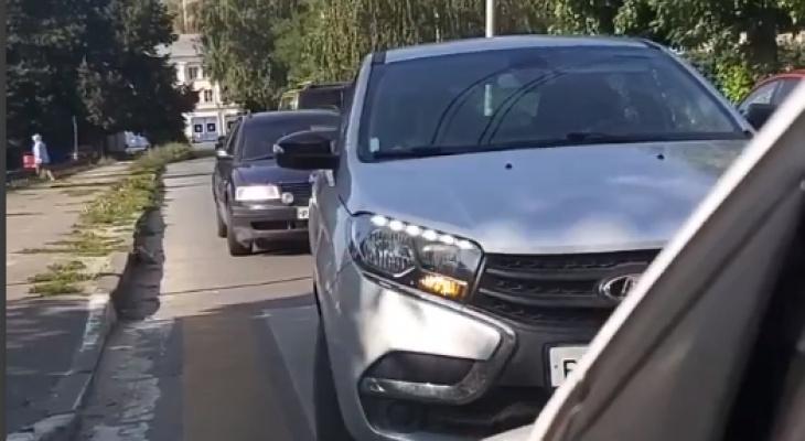 "В Рязани засняли эпичное противостояние машин под ""кирпичом"" (видео)"