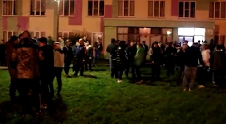 В Подмосковье мигранты надругались над старушкой и убили ее: на улицы вышли сотни людей