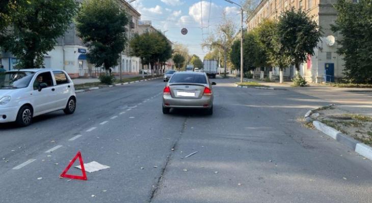 На Октябрьской девочка попала под колеса - перебегала дорогу в неположенном месте