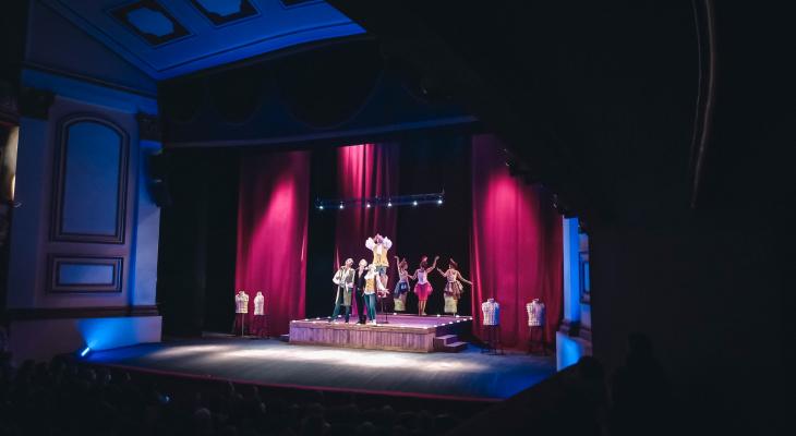 «Любовь в стиле баROCKко»: в театре драмы состоялся показ комедийного спектакля о страсти