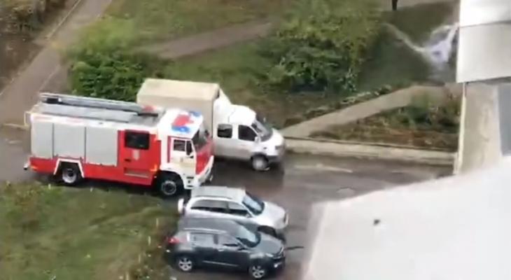 Очевидцы: В загоревшейся квартире на Крупской был ребенок