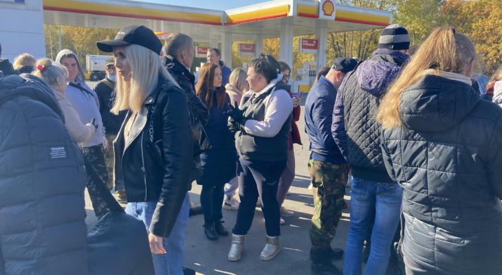 Во время поиска мать Елены Логуновой сопровождают федеральные журналисты