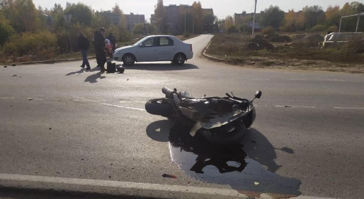 В Полянах водитель Рено сбил мотоциклиста
