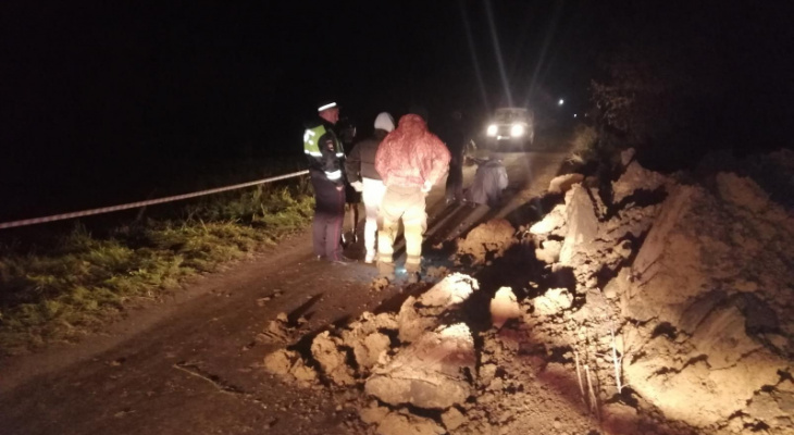Под Рязанью подростки на мопеде врезались в глиняную насыпь: погиб 12-летний мальчик