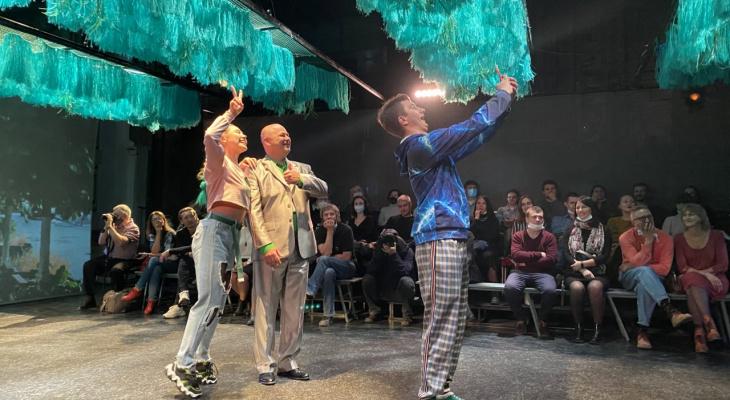 «Я танцую как дебил»: в театре драмы состоялась премьера камерного спектакля