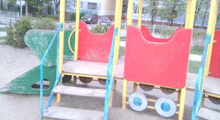 Народная жалоба.Детская площадка на улице Новоселов в ужасном состоянии